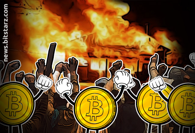 Angry-Investors-Loot-and-Burn-Down-Bitcoin-Ponzi-Scammer's-Home
